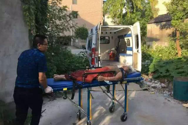 杭1老太病重家人放弃治疗 医生送其回家后一夜未眠