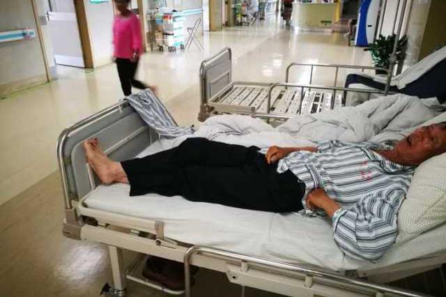 杭州1工程车大客车相撞 伤势最重的还没脱离生命危险