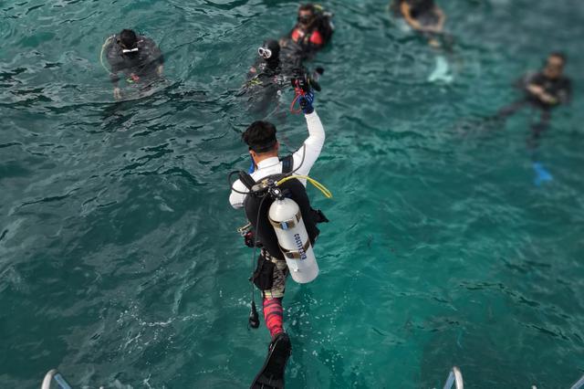 泰国游船倾覆现场 浙江救援队展开搜救行动