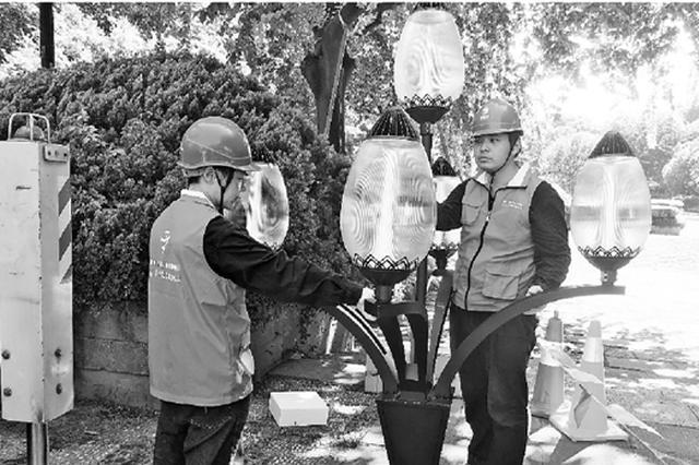 杭州60条道路集体增亮 符合西湖气质的玉兰灯回归