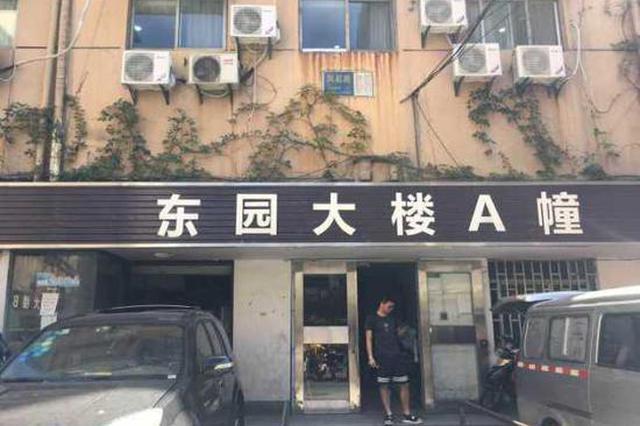 杭州7旬老人被关电梯 故障查明:问题出在电梯门机