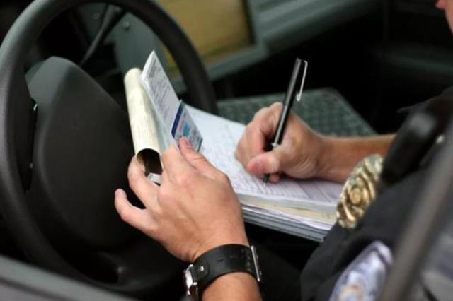 嘉兴1男子被扣29分重考驾照 暴打安全员斥责其不放水