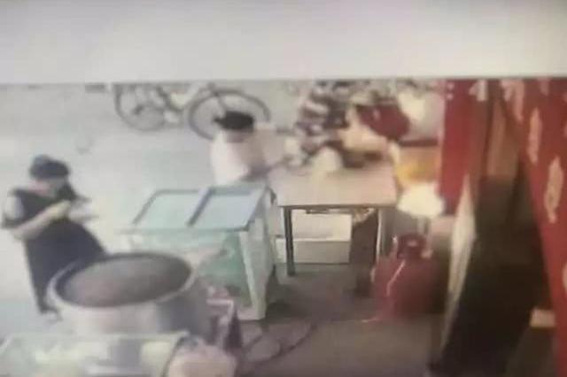 义乌女子早餐店捡到手机 和朋友一起到超市疯狂购物