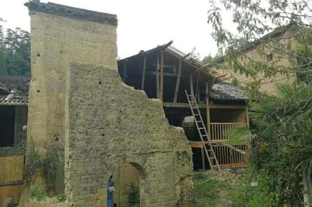 丽水发现一座100多年前的碉堡 还有射击孔(图)