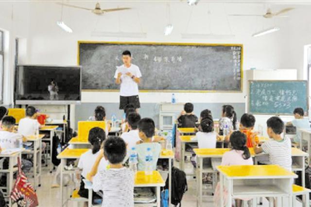 浙大学生自费赴河南支教 水土不服不少人中暑