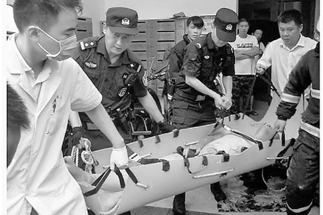 杭州1住房天然气泄漏引发爆炸 男子衣服头发都被烧没