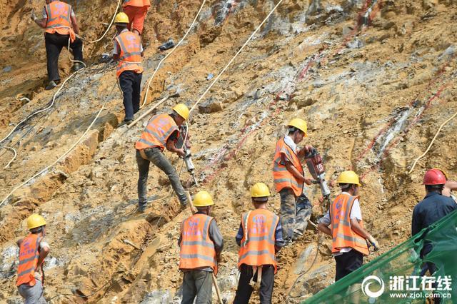 熱浪滾滾 建筑者奮戰杭富城際鐵路工地