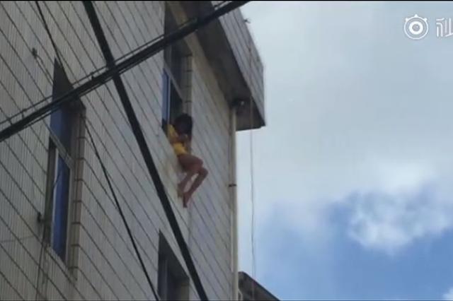 温州瑞安一女子欲轻生 民警消防联合将其救下