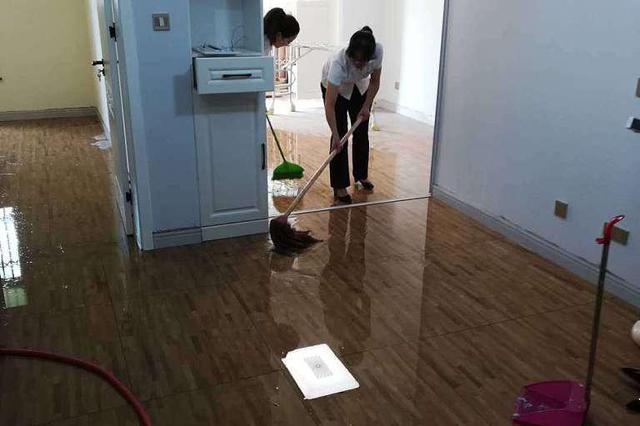 杭州1小区老物业不作为被罢免 新物业遭不明人员殴打