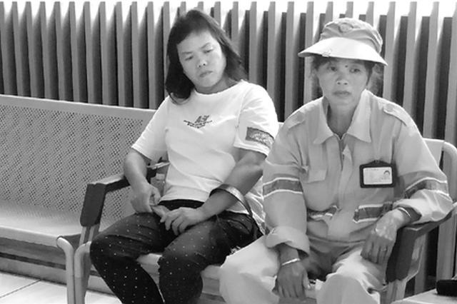 杭州环卫工中秋清晨被电动车撞倒 初步诊断颅内出血