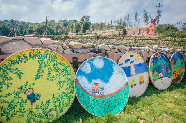 台州小画家现场绘制团箕画 装点美丽乡村