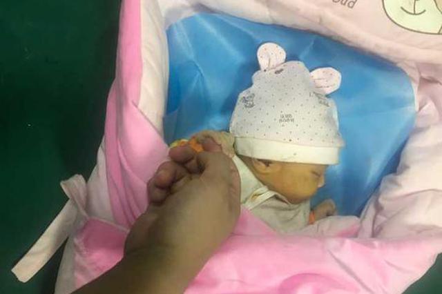 温州刚出生女婴被遗弃在下水道里哭泣 衣裤沾满泥渍