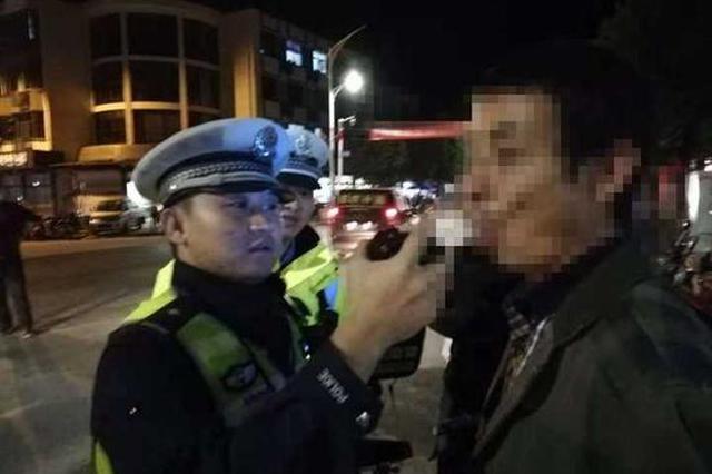 杭州男子醉驾被抓抱民警痛哭 她不要我了抓我坐牢吧
