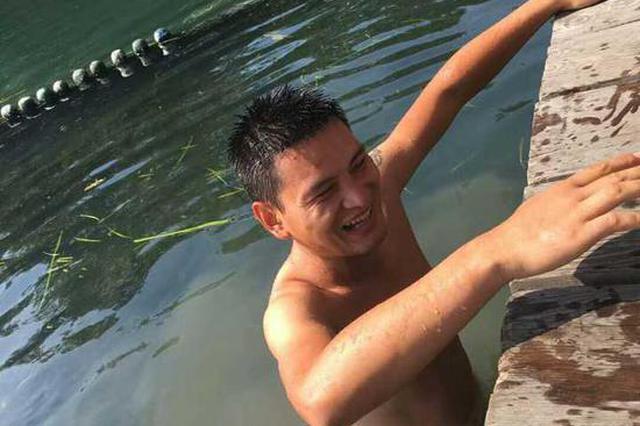 杭州女子练瑜伽手机掉西湖 一下赶来十几个西湖捞哥