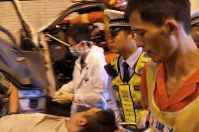 溫州三車追尾現場慘烈 司機均受輕傷(圖)