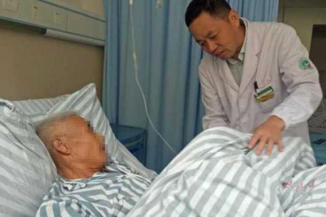 衢州男子以為天生單蛋 發現時另一個已經壞死