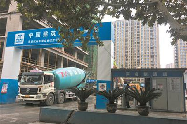 杭州萍水街建筑工地连夜施工 附近居民睁眼到天亮