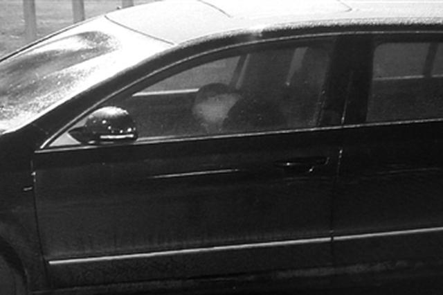 宁波一司机连喝三场酒后开车回家 等红灯时睡着
