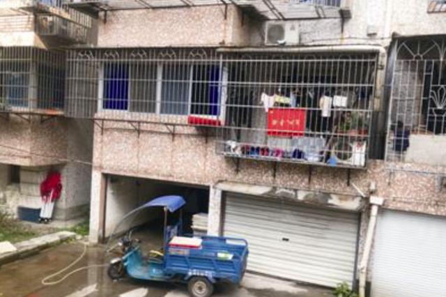 宁波一小区车库变海鲜仓库 住户每天被熏醒