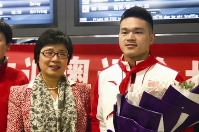 举重世锦赛冠军石智勇回宁波:想早点和大家分享喜悦