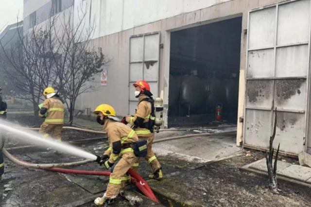 杭州一化工厂仓库起火无人员伤亡 周边千余学生疏散