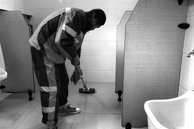 公厕保洁员离岗一小时 宁波大部分市民交出合格答卷