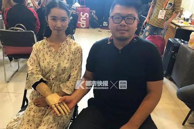 杭州姑娘2岁失去右臂 20年后她和朗朗四手联弹