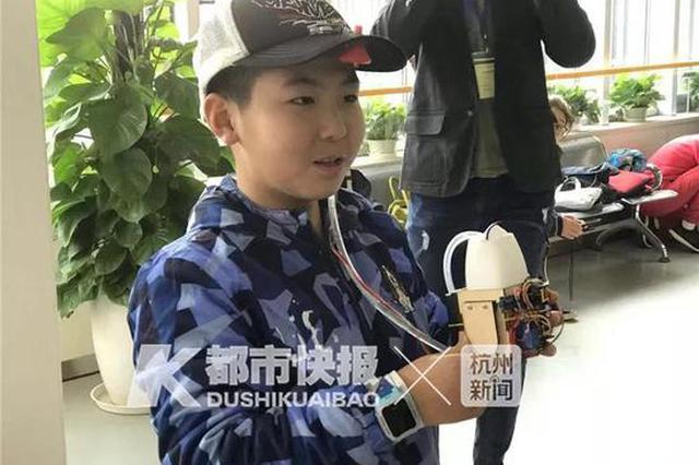 爸爸一抽烟凉水就浇上去 杭州10岁小暖男实力宠妈
