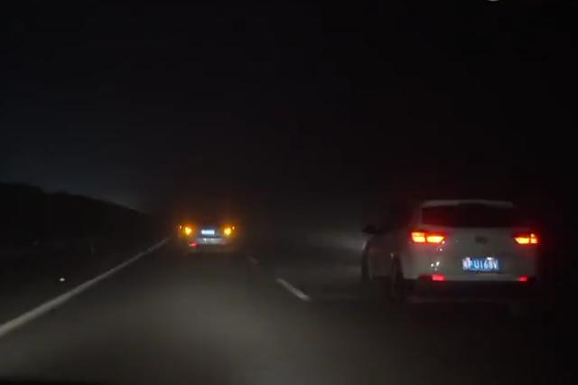 浙江多地出现超强浓雾 能见度太低开车胆战心惊
