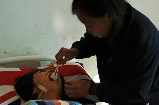 丽水73岁婆婆照顾瘫痪媳妇 默默坚持20年