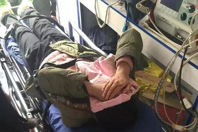 杭州昨天雪天三车追尾 男孩坐后排头皮磕破伤至骨膜