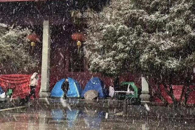 杭家长雪天少年宫搭帐篷 1天5节课不敢让孩子请假