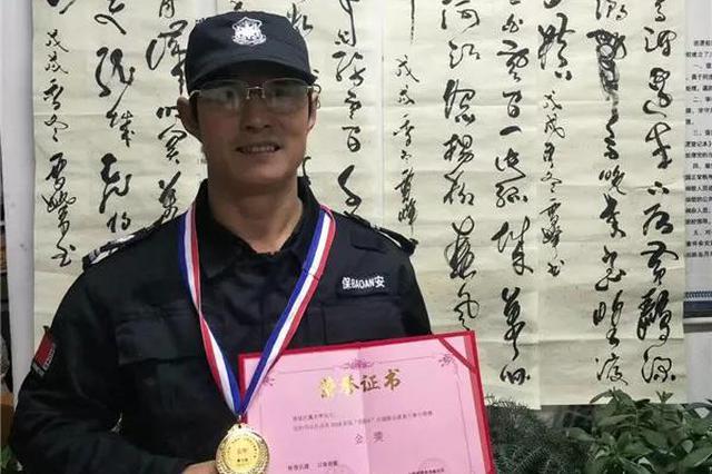 杭州1中学普通保安获得书画大赛金奖 写字写了30多年