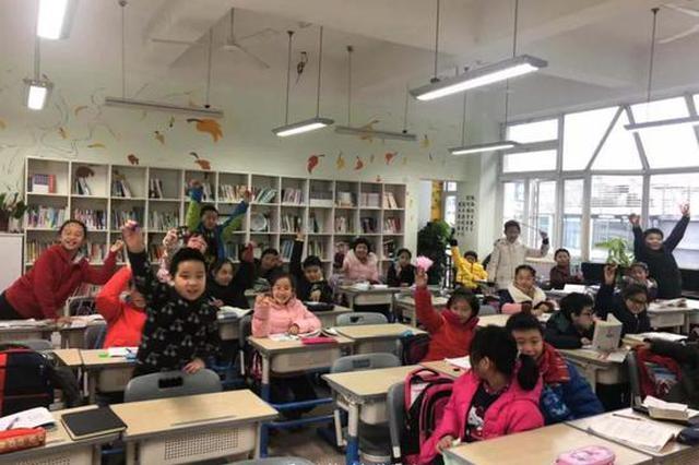 杭州1班主任主动让孩子带玩具来上学 家长校长吵翻天