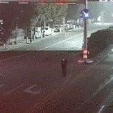 温州一男子过马路时低头玩手机 遇酒驾司机被撞身亡