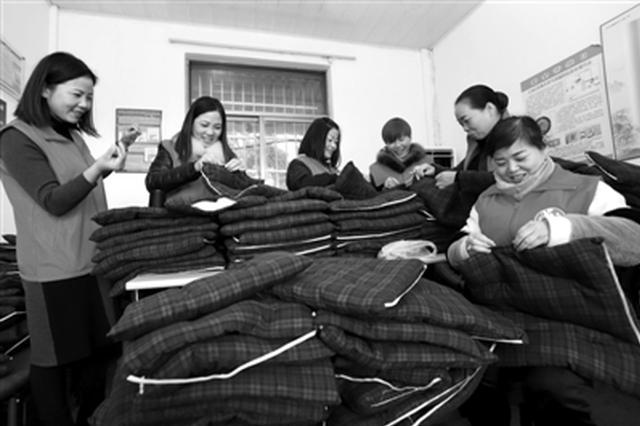 冬天太冷老人宁肯站着 浙公交司机坚持5年缝制坐垫