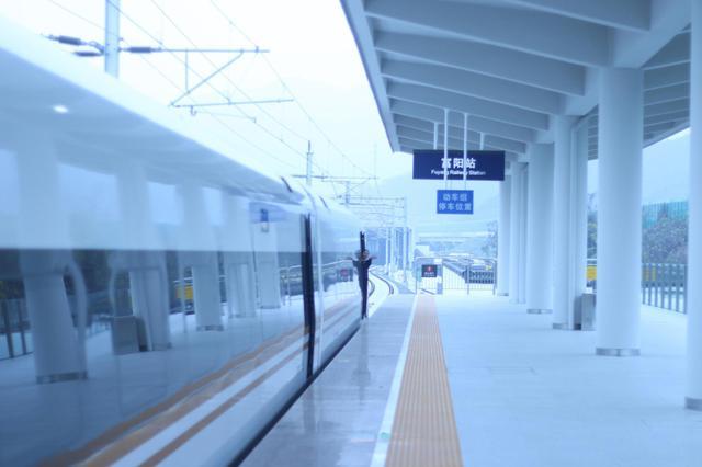 杭黄最美高铁线首发列车直击 沿途景点打卡全攻略