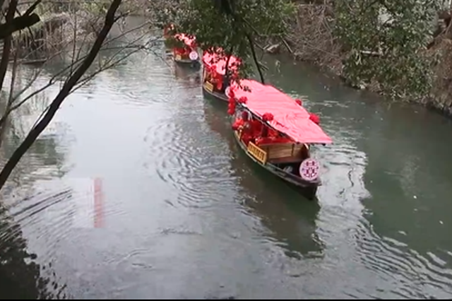 新年第一天 杭州古镇新人感受传统的水乡婚礼