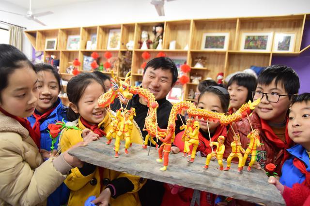 跟着艺人学面塑 杭州建德非遗文化进课堂