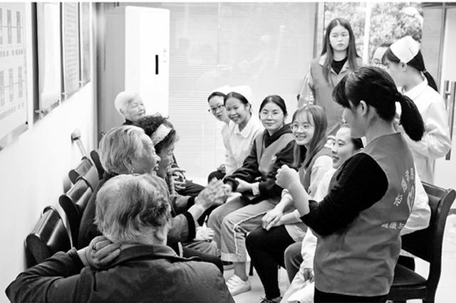 2017届浙高校毕业生职业发展调查:老年护理专业很抢手