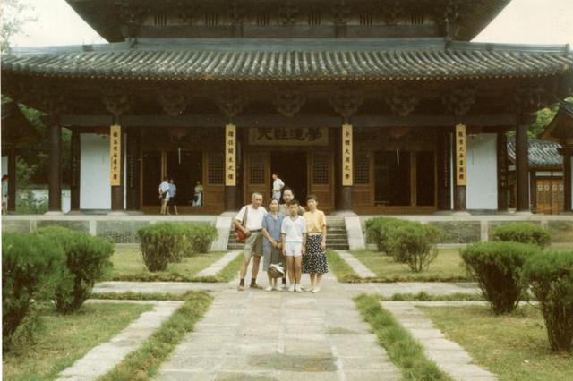 从赤脚医生到博士 杭州一家三代从医 医者仁心不变