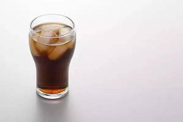 金华一阿姨被腹痛折磨 医生要其每天喝1斤可乐