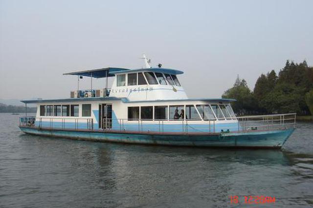 西湖诞生于1988年接待国宾的旧游船退役 新游船接力