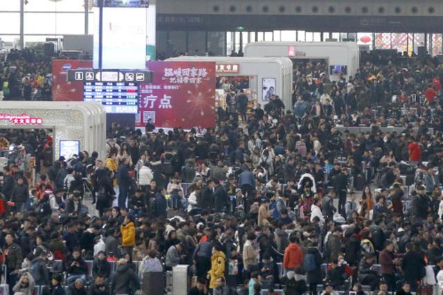 杭州东站人潮汹涌