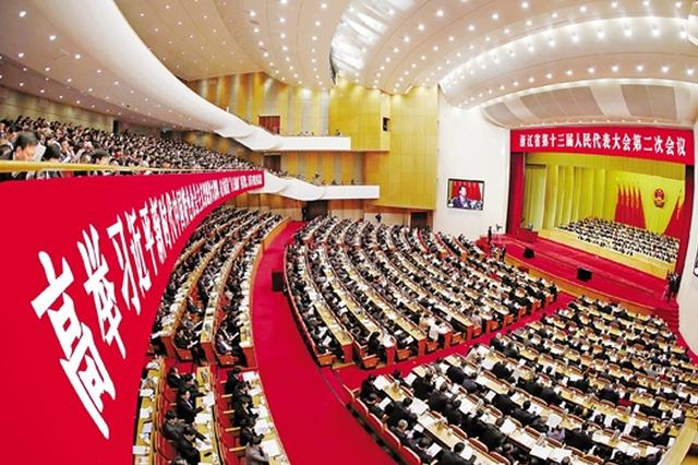 省人大代表杨文忠:降低近视率 还孩子明亮的童年