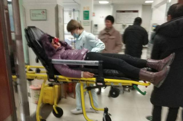 台州救护车司机执行任务途中 高速意外救5位车祸伤员