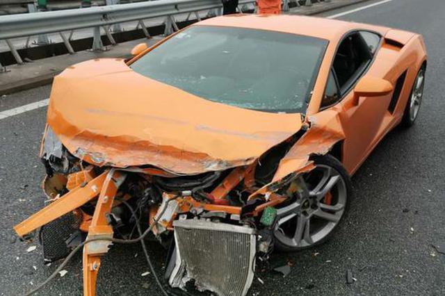浙小伙借车雨天上高速 300万兰博基尼撞得面目全非