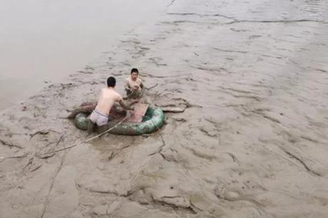 温州一女子跳江 民警进行长达一个多小时的救援