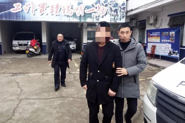 台州一男子偷百米长电缆线 作案过程被监控拍下