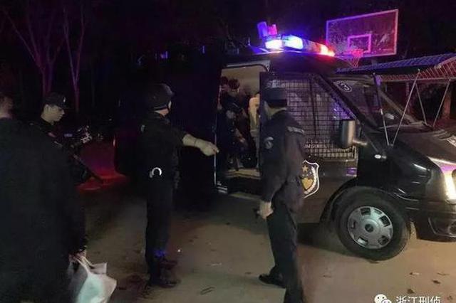 用微信招嫖诈骗2000多人 42名嫌疑人被包机押回温州